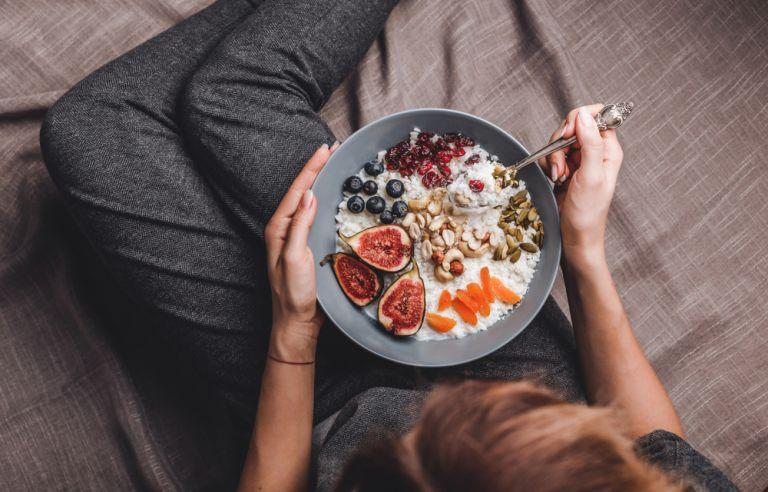 Συμβουλές για να μη χαλάσετε τη δίαιτα στην καραντίνα | vita.gr