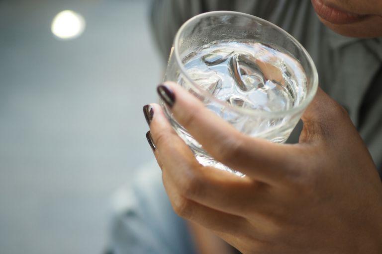 Πώς θα καταφέρετε να πίνετε περισσότερο νερό   vita.gr