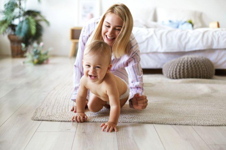 Πώς θα ενισχύσετε την ανάπτυξη των κινητικών δεξιοτήτων του μωρού σας | vita.gr