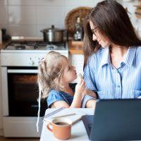 Πώς θα καταφέρετε να δουλέψετε από το σπίτι αν είστε γονείς