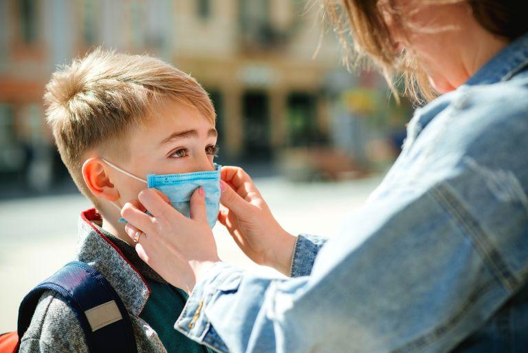 Covid-19: Μόνο το 7% των παιδιών εμφανίζει σοβαρά συμπτώματα | vita.gr
