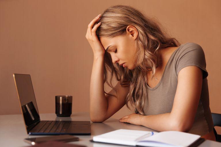 Τι «πυροδοτεί» την αγχώδη διαταραχή; Οι αιτίες που θα σας εκπλήξουν | vita.gr