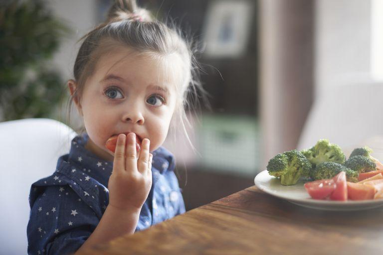 Ποιοι παράγοντες παίζουν ρόλο στην ανάπτυξη του παιδιού; | vita.gr