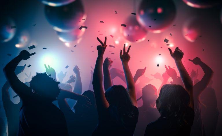 Κοροναϊος : «Έσπασε» 18χρονη την καραντίνα και έκανε πάρτι στη Θεσσαλονίκη | vita.gr