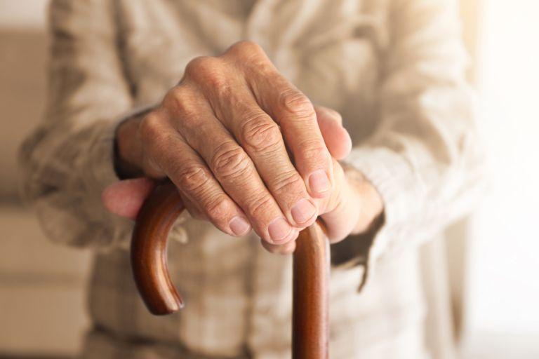 Έρευνα: Τουλάχιστον ένας στους τέσσερις ηλικιωμένους ασθενείς με κοροναϊό εκδηλώνει ντελίριο | vita.gr