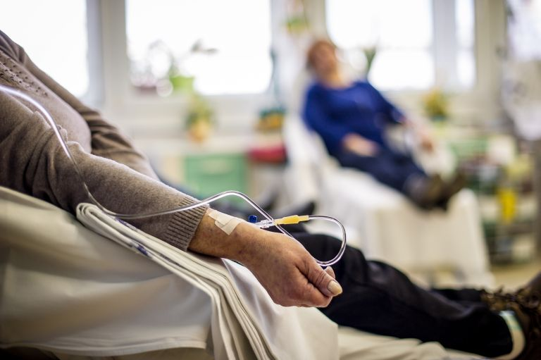 Κοροναϊός: «Μπλοκάρει» την ασφαλή πρόσβαση ογκολογικών ασθενών στις δομές υγείας | vita.gr