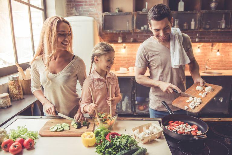 Οικογενειακό δείπνο: Γιατί αξίζει να το προσπαθήσουμε; | vita.gr
