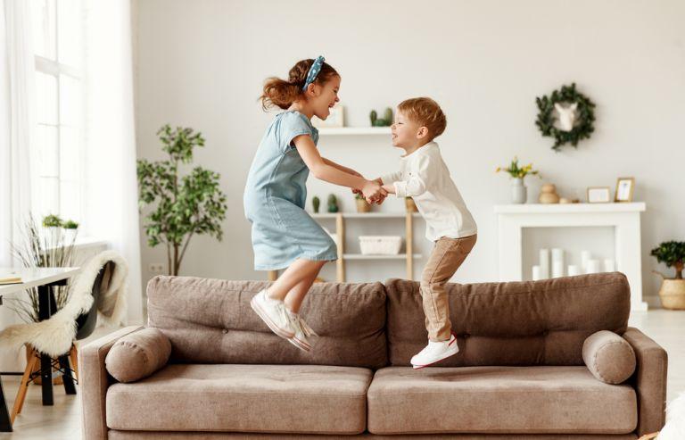 Συμβουλές για να μεγαλώσουμε αγαπημένα αδερφάκια | vita.gr