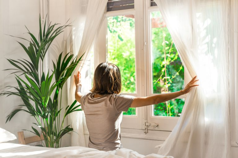 Φυσικοί τρόποι να «καθαρίσετε» τον αέρα του σπιτιού σας | vita.gr