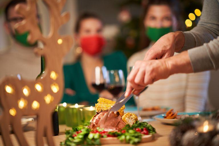 Αυτές τις γιορτές δεν ξεχνάμε την μάσκα μας | vita.gr