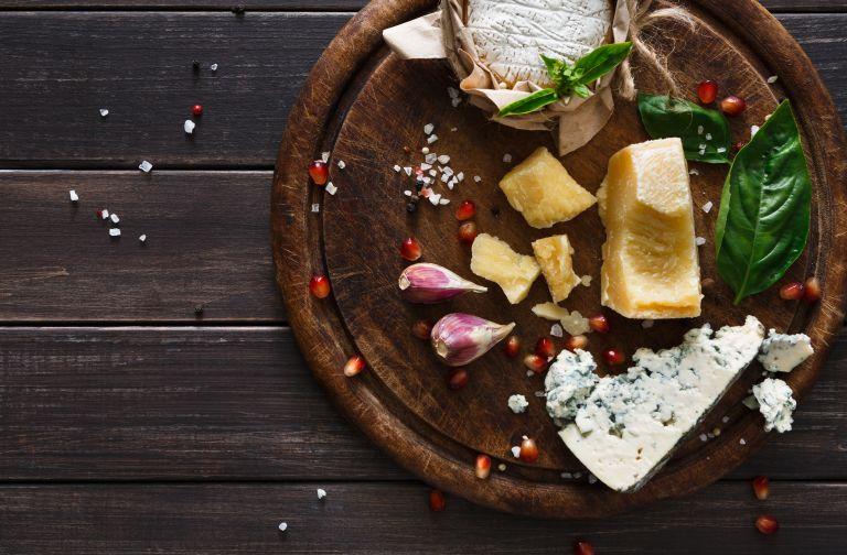 Πλατό τυριών σαν γιορτινό στεφάνι | vita.gr