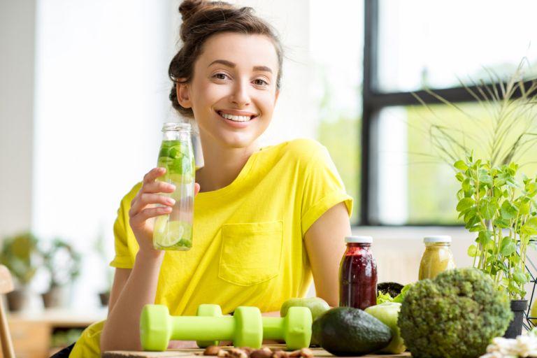 Πώς θα καταπολεμήσετε τη κατακράτηση υγρών | vita.gr