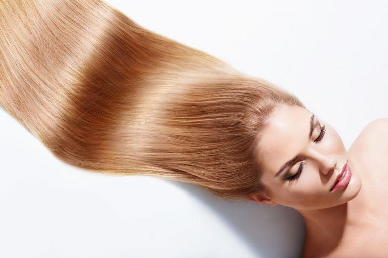 Ρουτίνα περιποίησης για λαμπερά και υγιή μαλλιά | vita.gr