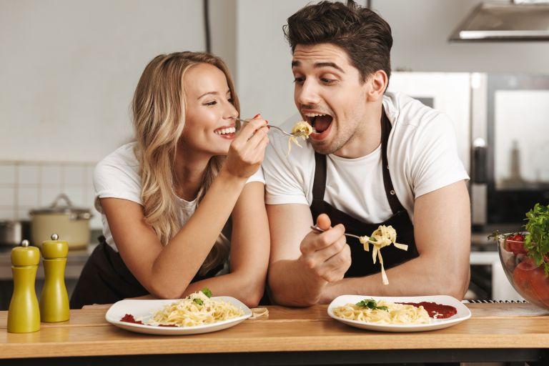 Υγιεινή διατροφή: Μήπως σας σαμποτάρει ο σύντροφός σας; | vita.gr