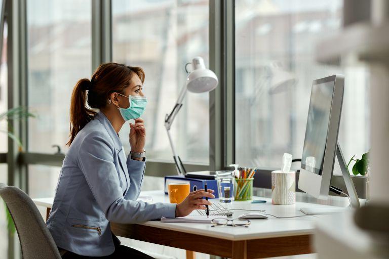 Covid-19: Ποιες μάσκες προστατεύουν καλύτερα από τις μεταλλάξεις; | vita.gr