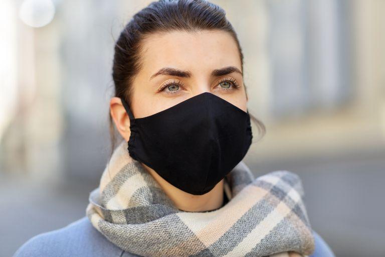 Covid-19: Οι δύο μάσκες προστατεύουν περισσότερο; | vita.gr