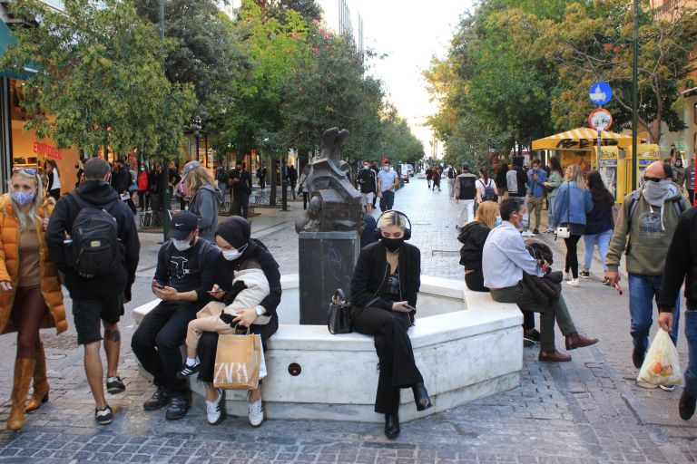 Lockdown: Επικίνδυνο «κοκτέιλ» ο συνωστισμός και οι μεταλλάξεις | vita.gr