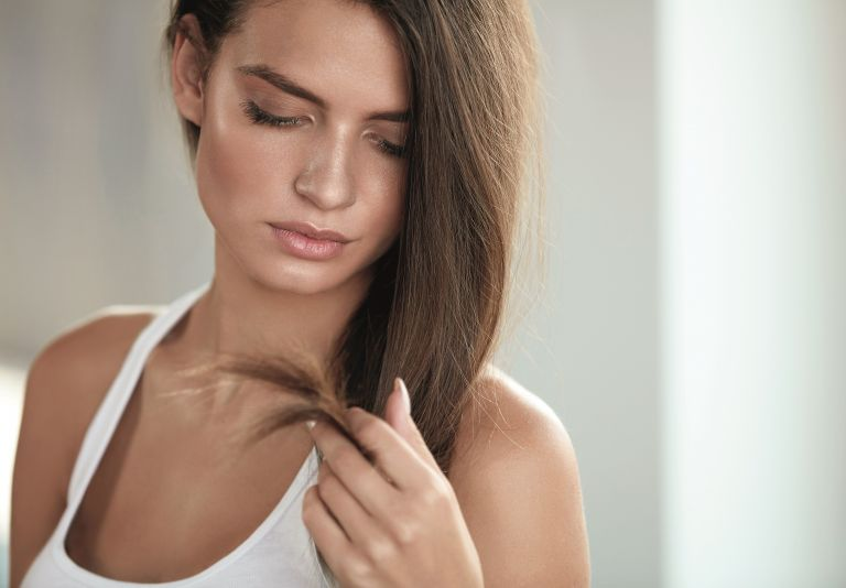 Tips περιποίησης για να «σώσετε» τα αφυδατωμένα μαλλιά σας | vita.gr