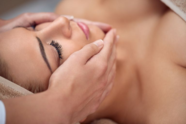 Ο απόλυτος οδηγός του face massage | vita.gr