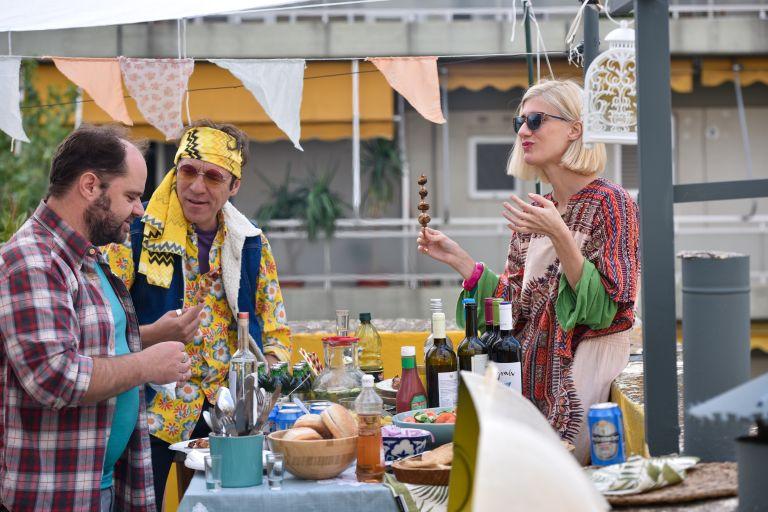 «Σχεδόν ενήλικες»: Συνεχίζονται τα μπερδέματα της παρέας – Νέα ώρα από αύριο | vita.gr