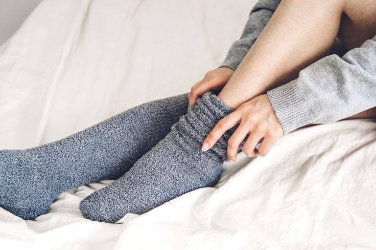 Τελικά πρέπει να κοιμόμαστε με κάλτσες ή όχι | vita.gr