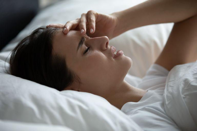 Ξυπνάτε με άγχος; Έτσι θα το εξουδετερώσετε | vita.gr