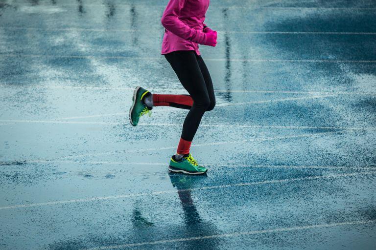 Τρέξιμο στη βροχή : Όσα πρέπει να προσέξετε | vita.gr