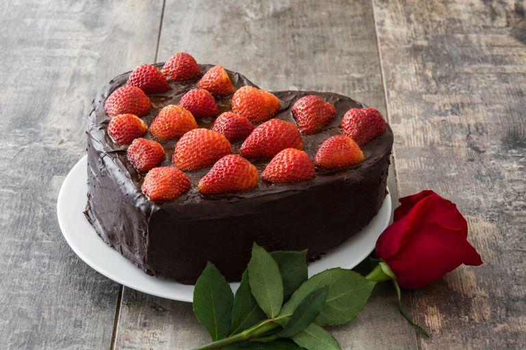 Valentine's Day: Σοκολατένια τούρτα σε σχήμα καρδιάς | vita.gr