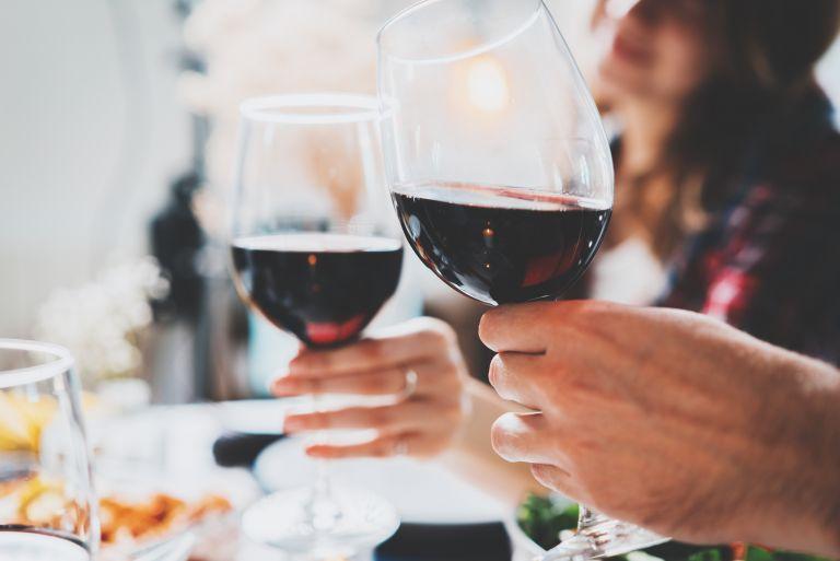 Αλκοόλ: Ανασφάλεια και εγκλεισμός «αυξάνουν» την κατανάλωση | vita.gr