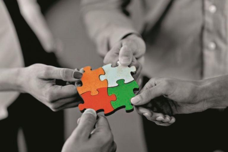 Υποφέρουμε λιγότερο όταν υποφέρουμε μαζί με πολλούς άλλους; | vita.gr