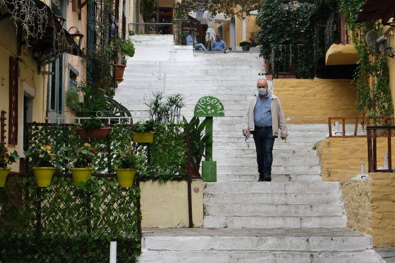 ΕΚΠΑ: Αυτοί είναι οι λόγοι που δεν μειώνονται τα κρούσματα | vita.gr