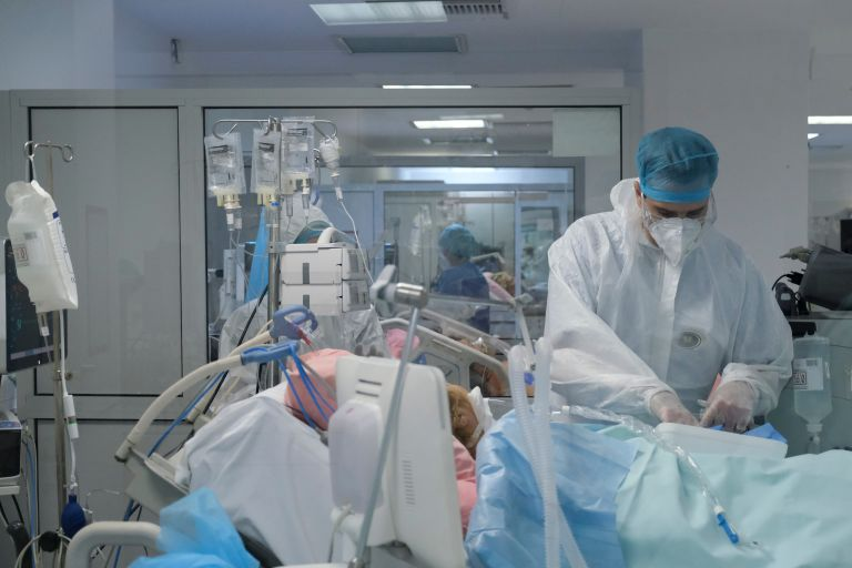 Κοροναϊός – Τους 250 έφτασαν οι διασωληνωμένοι ασθενείς | vita.gr