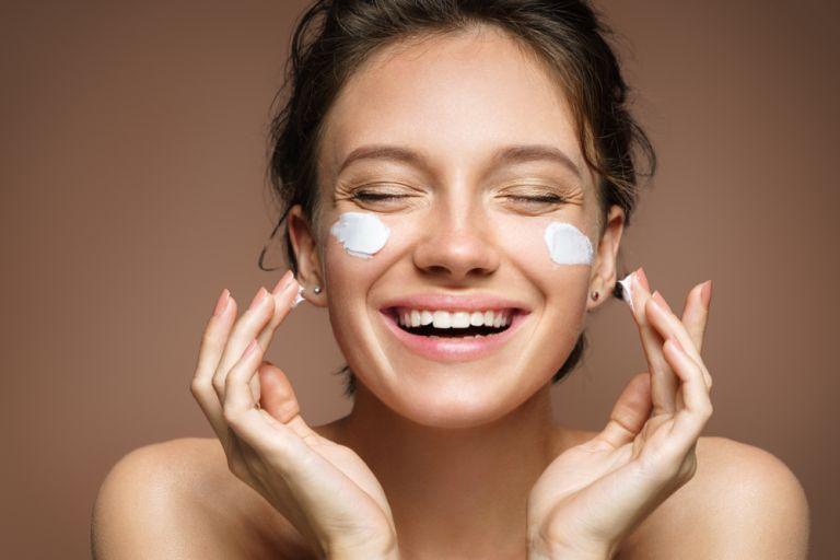 Ξηρό δέρμα: Τρία βήματα για να επαναφέρετε τη λάμψη του   vita.gr