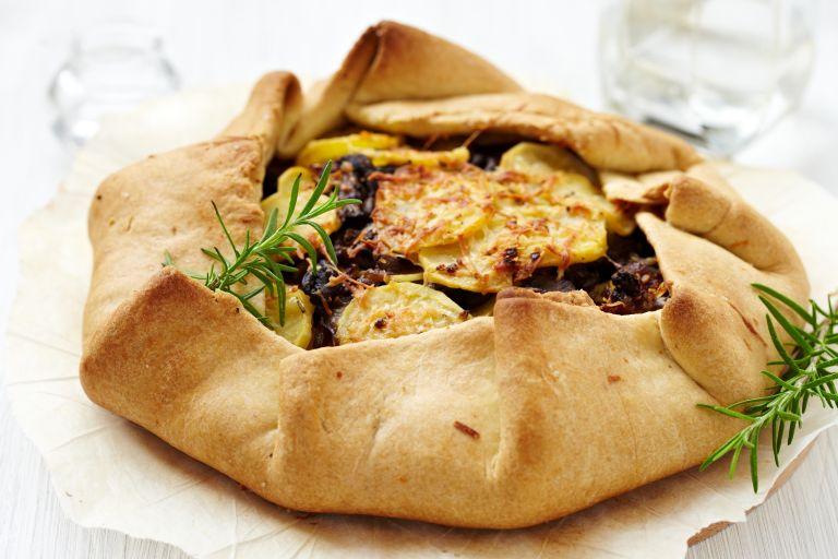 Γαλλική galette με τυρί, πατάτες και θυμάρι | vita.gr