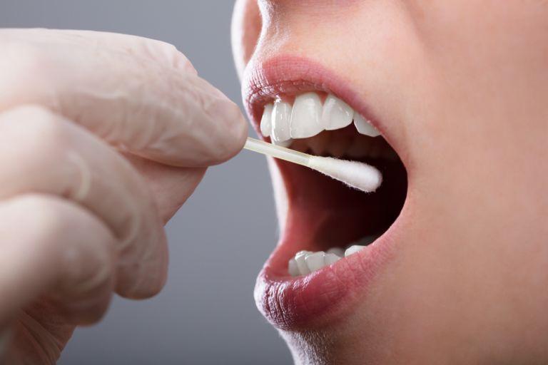 Νέα μελέτη: Ο κοροναϊός μολύνει και κύτταρα του στόματος   vita.gr