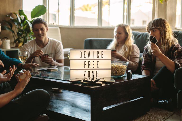 Τσεκάρετε διαρκώς το κινητό; Έτσι θα σταματήσετε | vita.gr