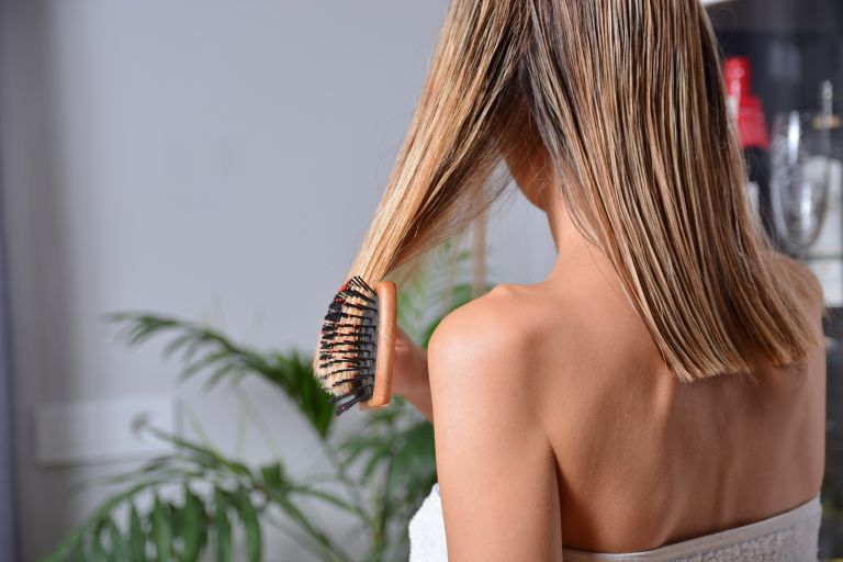 Hair care: Καθαρίστε σωστά την βούρτσα των μαλλιών σας   vita.gr
