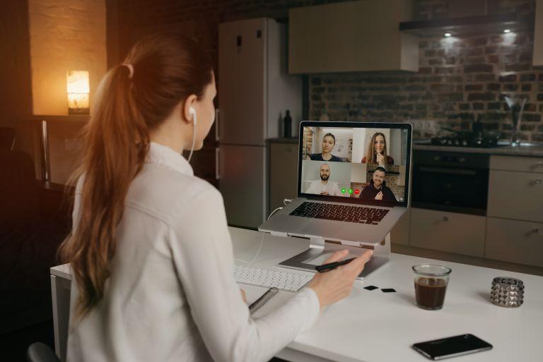 Work from home: Ποια είναι η καλύτερη στάση σώματος για τον υπολογιστή | vita.gr