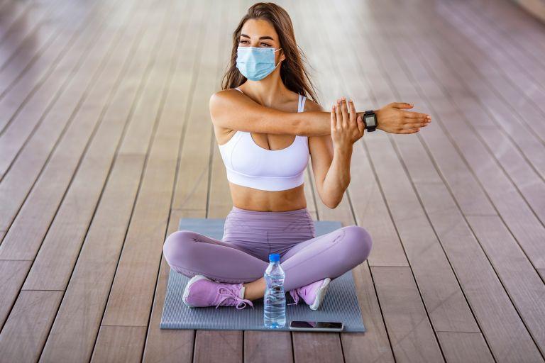 Πώς μας επηρεάζει η μάσκα όταν γυμναζόμαστε; | vita.gr