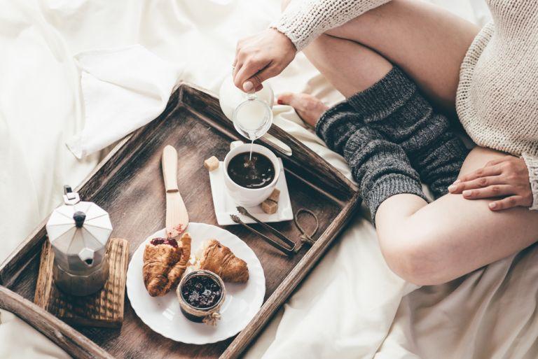 Τι ώρα πρέπει να πίνουμε τον πρωινό μας καφέ; | vita.gr