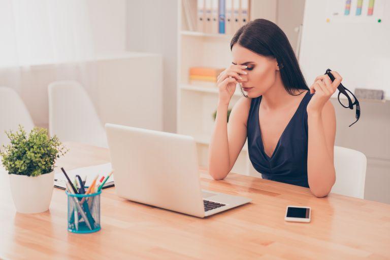 Πονοκέφαλοι έντασης; Τρεις εύκολες ασκήσεις για ανακούφιση | vita.gr