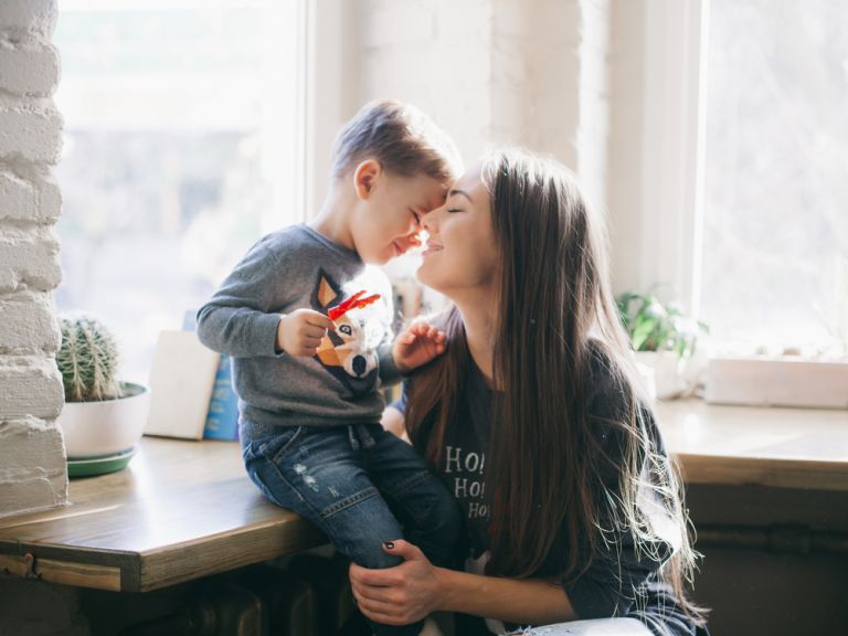 Μεγαλώστε παιδιά με ενσυναίσθηση | vita.gr