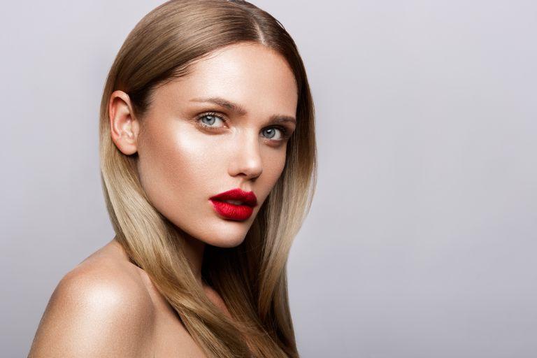 Κόκκινα όμπρε χείλη με αυτό το τρικ | vita.gr