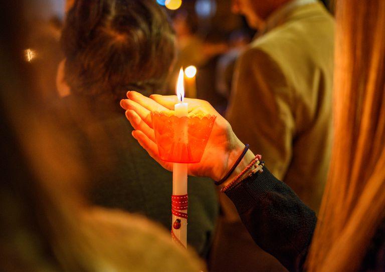 Πάσχα: Ανάσταση έξω από τις εκκλησίες; Τι λένε οι ειδικοί | vita.gr