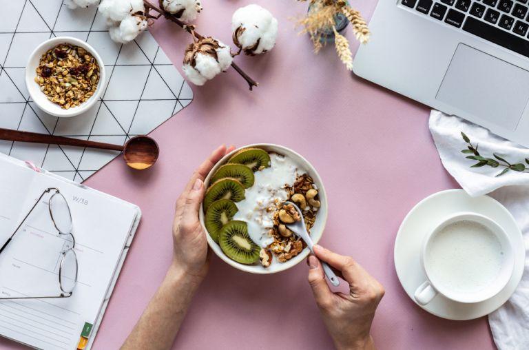 Μελέτη : Ποια διατροφή φαίνεται να μειώνει τον κίνδυνο λοίμωξης από κοροναϊό | vita.gr