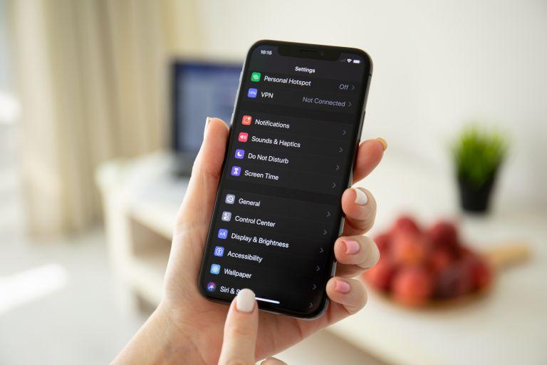 Dark mode στο κινητό: Είναι πράγματι καλύτερο για ματιά σας; | vita.gr