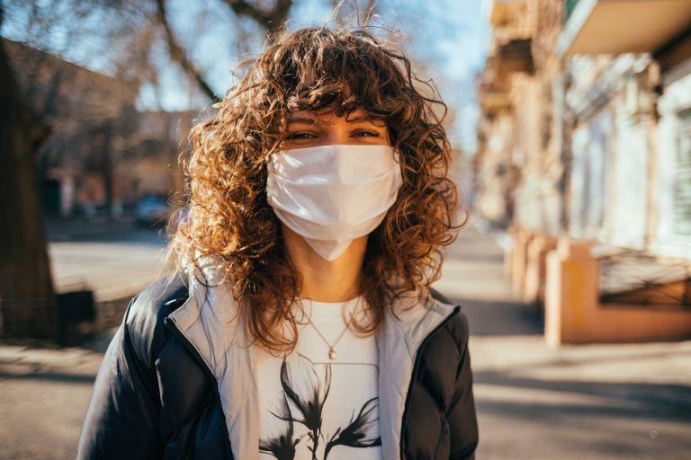 Κοροναϊός : Είναι απαραίτητη η χρήση μάσκας σε εξωτερικούς χώρους;   vita.gr