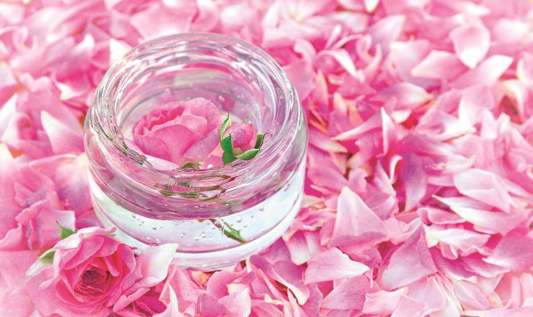 Ροδόνερο, ελιξίριο από τριαντάφυλλα   vita.gr