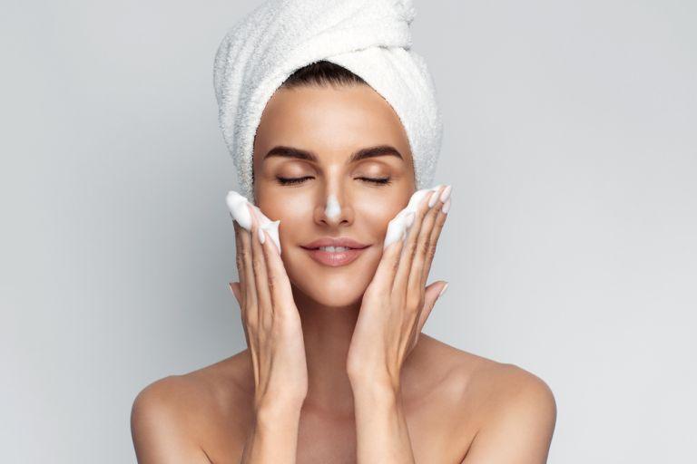 Καθαρισμός προσώπου – Έτσι θα τον κάνετε σωστά | vita.gr