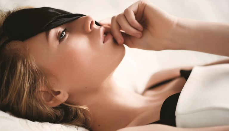 Sleeping Beauty: Τι συμβαίνει στο δέρμα μας όσο κοιμόμαστε; | vita.gr